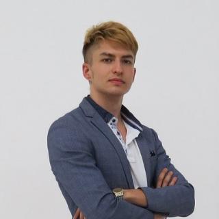 Максим Омариев